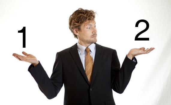 Homme face à 2 manière de faire